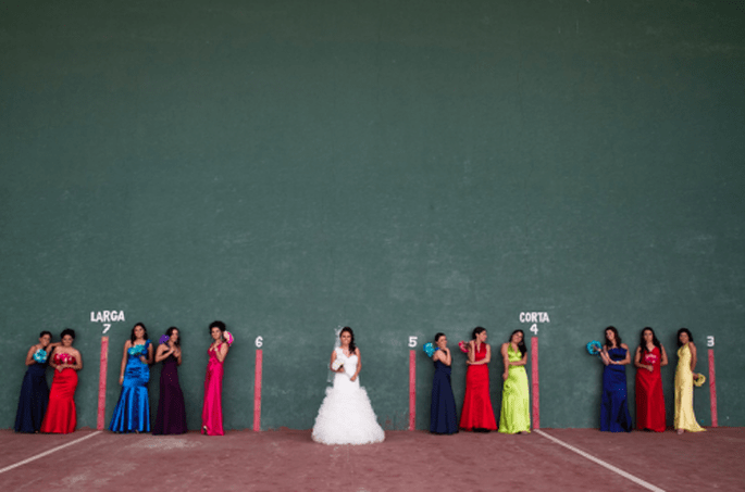 Damas de honor con vestidos de colores. Fotografía Atlanta Studio