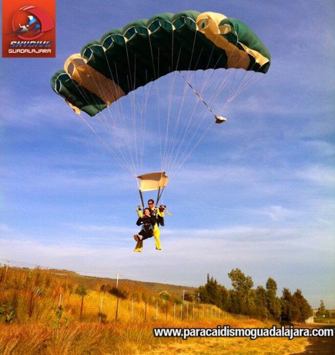 Paracaidismo en pareja. Fotos de Skydive Guadalajara