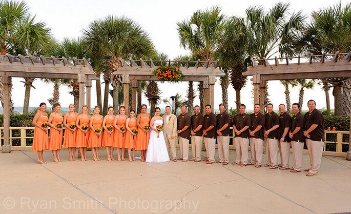 Madrinas con vestidos a media pierna. Foto: Ryan G. Smith