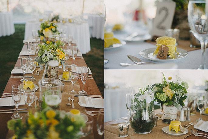Décoration des tables de mariage faite de fleurs jaunes. Photo: Alexandra Roberts