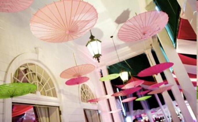 Décoration ombrelles au plafond - Mariage-original.com