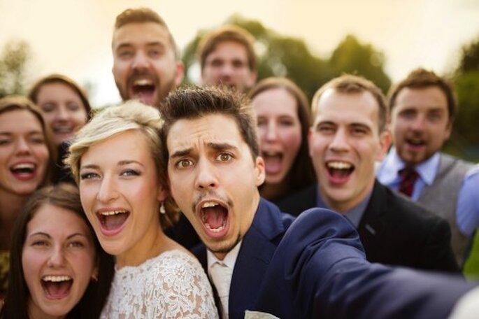 """Selfies mit der """"Fotobox"""" auf Ihrer Hochzeitsfeier. Foto: Shutterstock"""