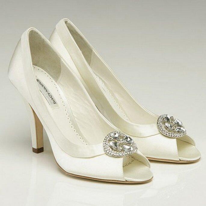 BISSET. Elegante peep-toe adornado con un corazón de cristales de Swarovski.