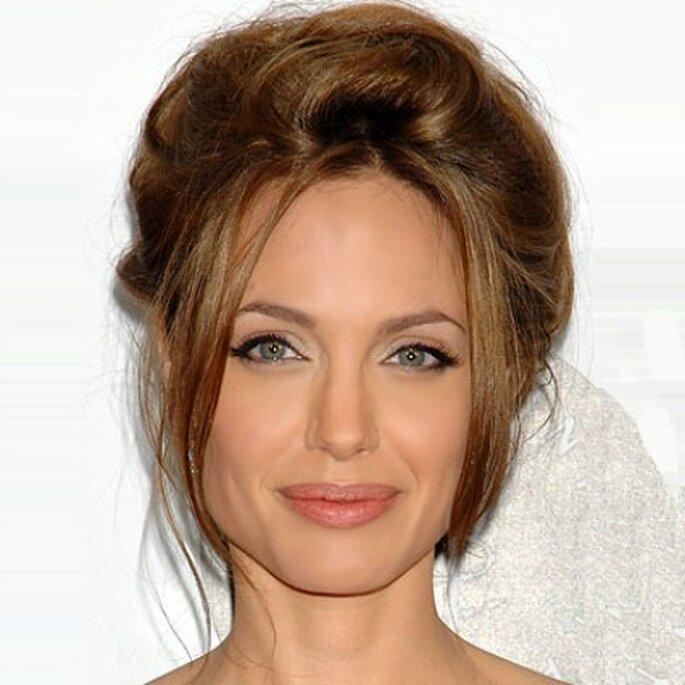 Angelina Jolie, coiffure de mariée cheveux relevés