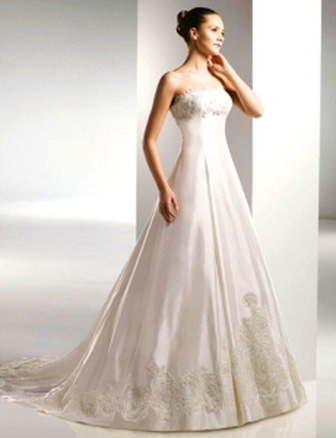 Anjolique 2010 - Vestido largo de talle alto, strapless, bordado en busto y bajos de falda, en seda