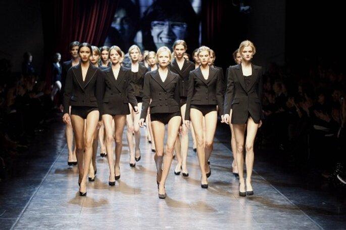 Mujeres con chaqueta masculina. Desfile de Dolce-Gabbana.