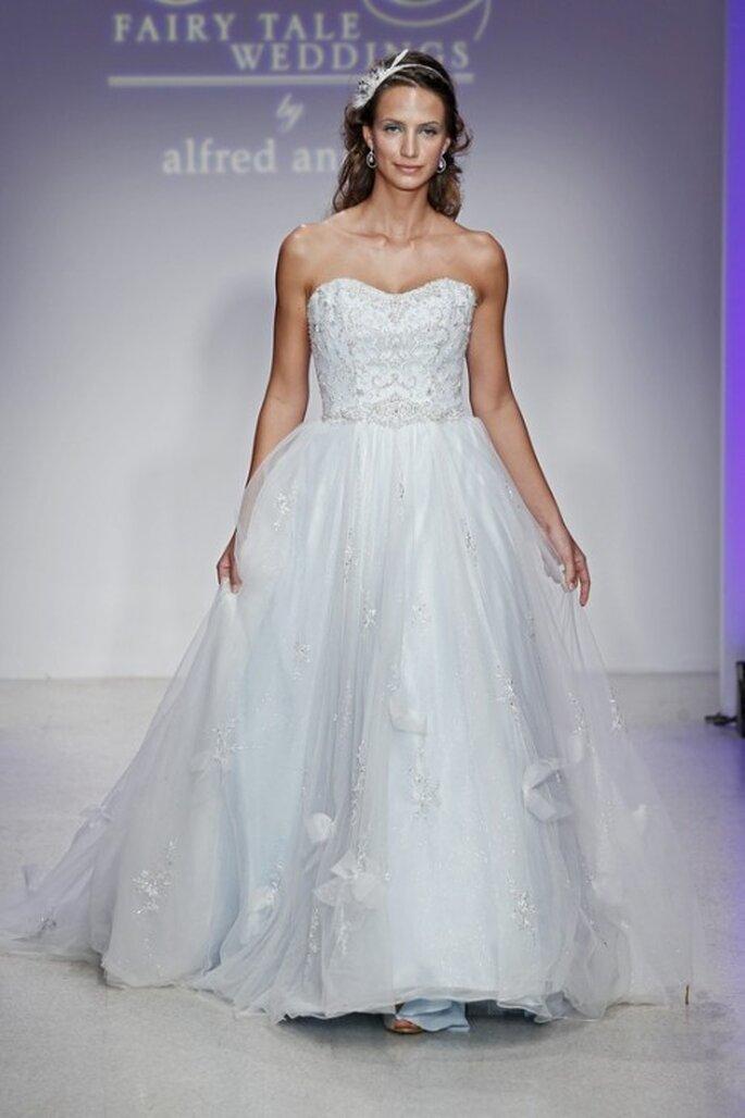 Elegante vestido de novia estilo princesa en color azul - Foto Alfred Angelo Pinterest