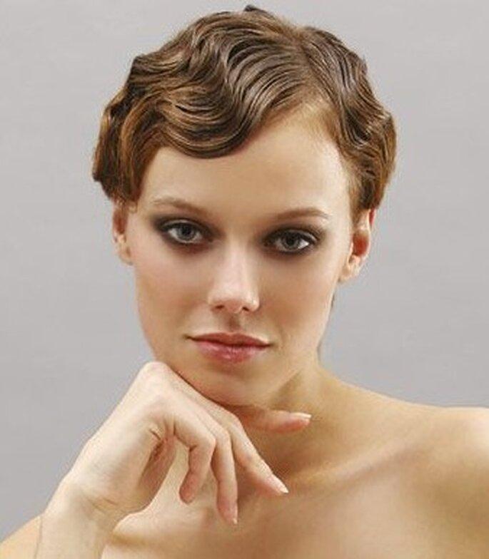 """Un look """"mojado"""" puede ser muy favorecedor para novias de rostro delgado y fino. Foto: www.donnaclick.it"""