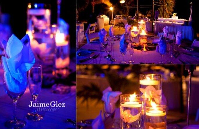 Centros de mesa con velas flotantes. Fotografía Jaime GLez
