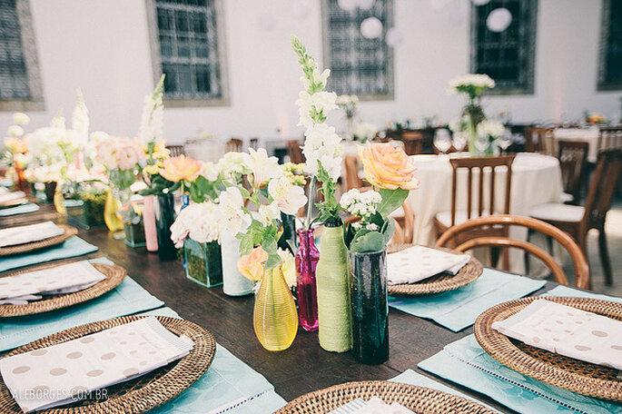 Mesas con flores silvestres. Foto: Alexandre Borges