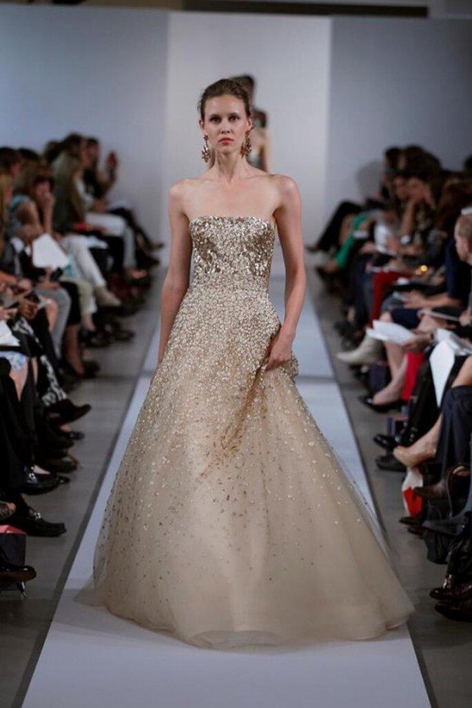 Aber auch Fashion-Designer Oscar de la Renta setzt 2013 auf goldene Brautkleider – Foto: Oscar de la Renta