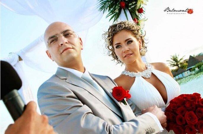 Boutonniere para el novio en la boda. Imagen Belmont Fotografía