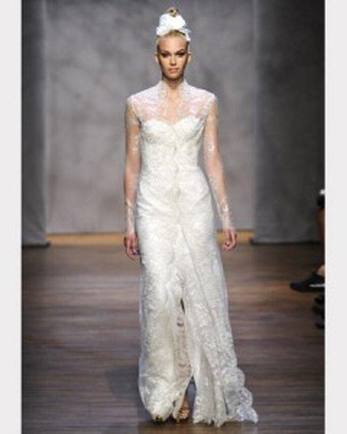 Vestido de novia con mangas de encaje de Monique Lhuillier 2011