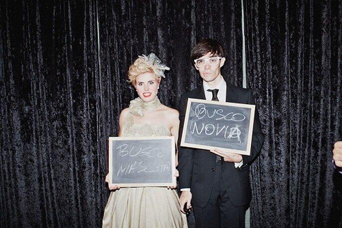 Los novios e invitados lanzaron mensajes escritos en pizarras. Foto: Díez & Bordons.