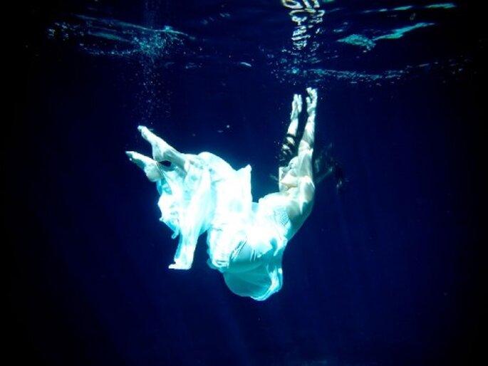 Sesión de fotos Trash the Dress bajo el agua - Foto Fine Art Studio Boutique