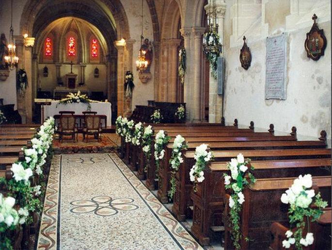 L'entrée des mariés dans l'église : un moment fort en émotions