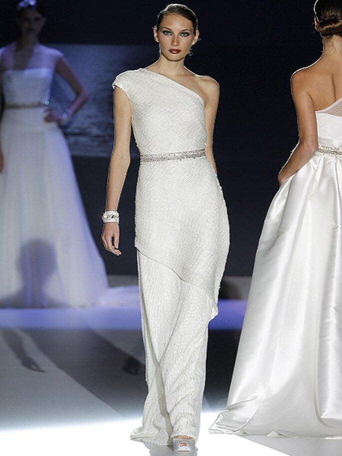 Asymmetrische Brautkleider aus den Kollektionen von 2013 Foto Jesus Peiro
