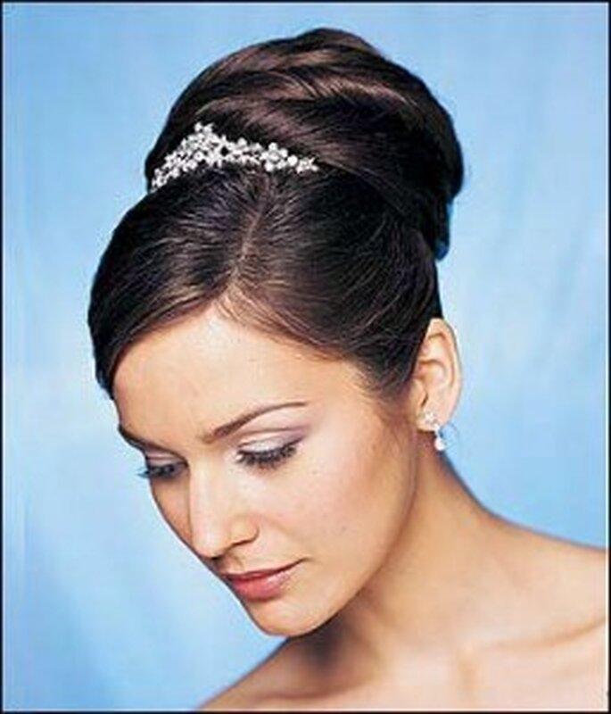 Un peinado alto que puedes combinar con una gran cantidad de bellos accesorios