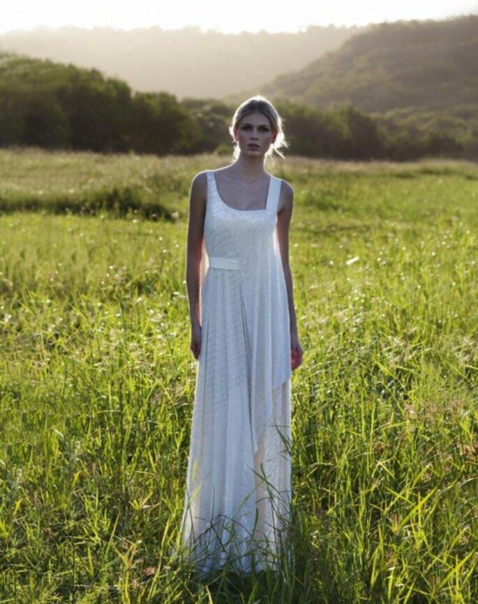 Vestido de novia con textura y telas sueltas - Foto Amanda Wakeley