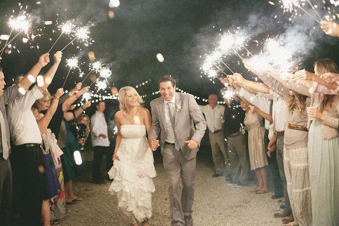 Luces de bengala en tu boda - Foto Onelove Photography