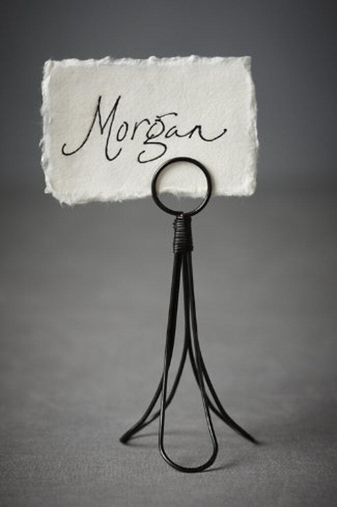 Los marcadores de mesa tulipán, están hechas a partir de bucles de hierro tintado para llamar a los invitados a sus lugares asignados en la mesa.