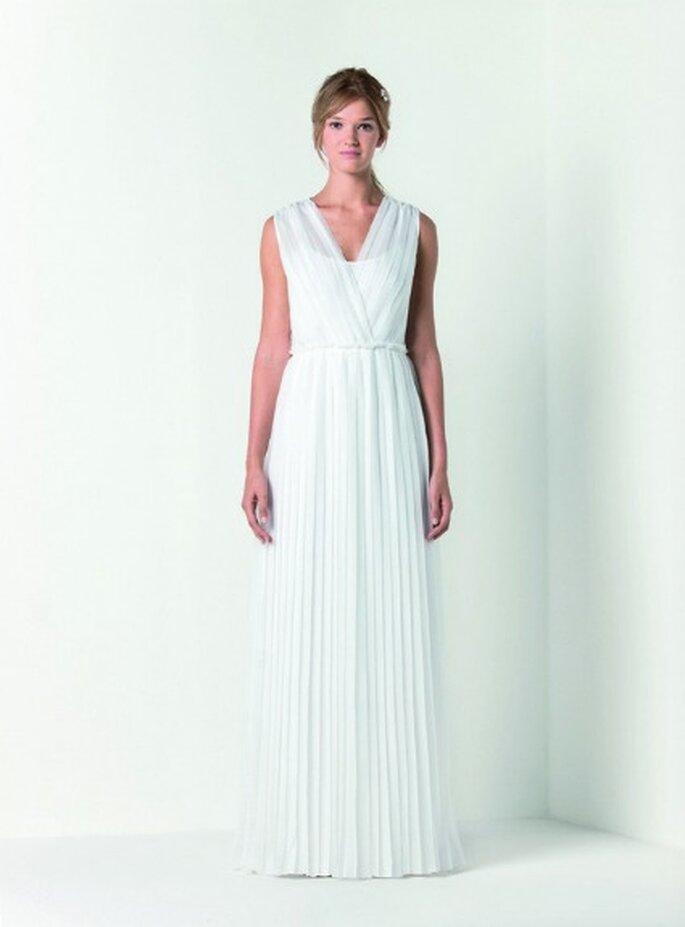 Abito lungo in chiffon di seta con lavorazione plissé color bianco gelsomino. Max Mara Bridal Collection 2012