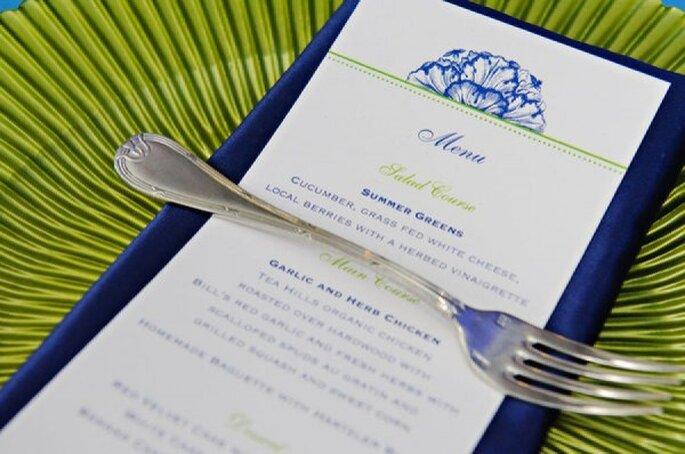 El color azul también lo puedes integrar en el diseño de tus menús - Foto Corey Ann Photography