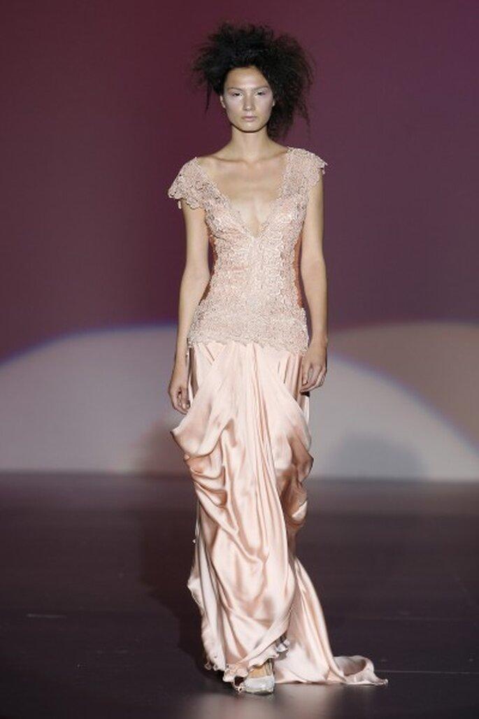 Vestido de fiesta rosa de la colección de Isabel Zapardiez 2013. Foto: Ifema