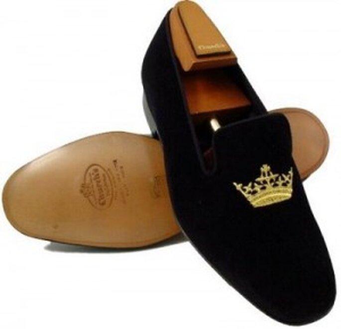 Des chaussures type slippers pour le marié