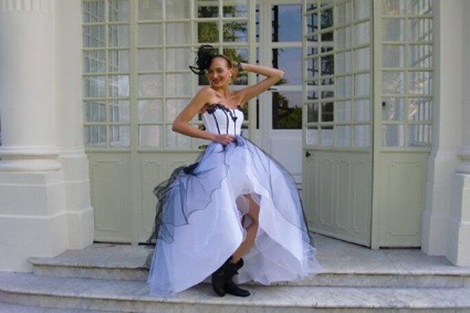 Robe de mariée noire et blanche style glam'rock - Tati 2012