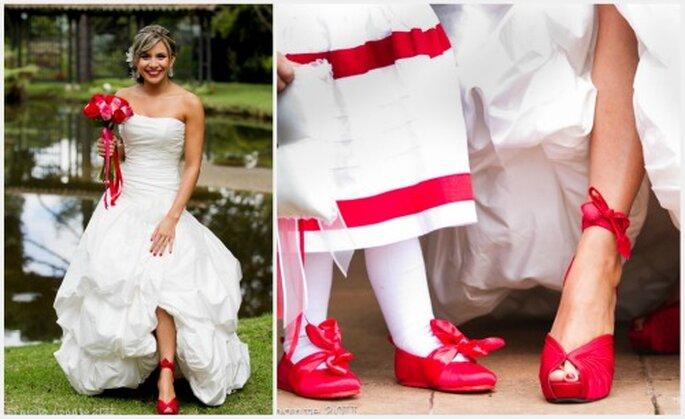 Un espectacular toque rojo en los zapatos, el ramo y los vestidos de los pajecitos. Diseño: Catalina Bayona. Fotos: Ernesto Aponte