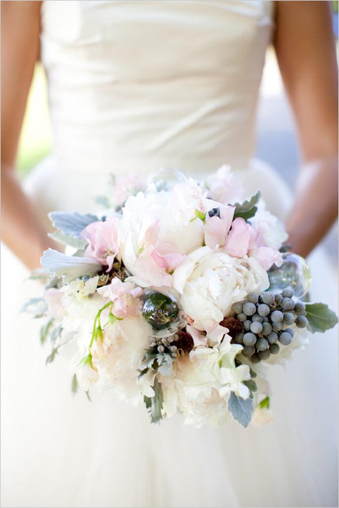 Azul polveado en tu ramo de novia - Foto Abby Grace Photography