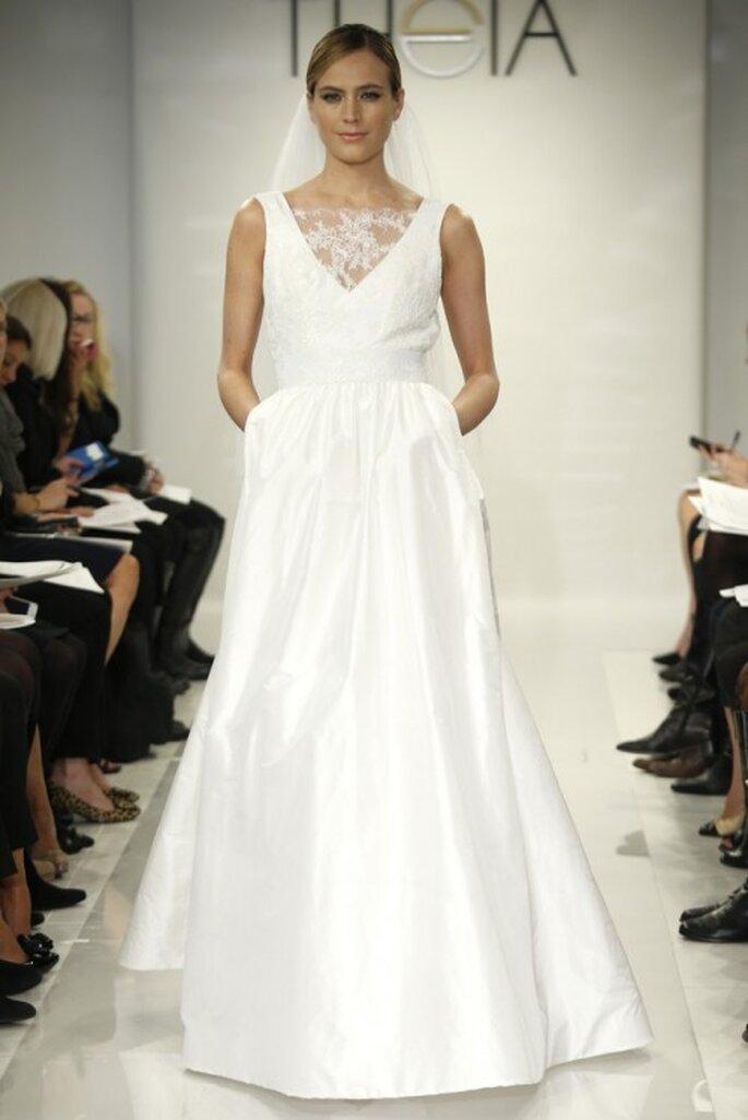 Vestido de novia 2014 con cuello uve, falda de caída elegante y bolsas - Foto Theia