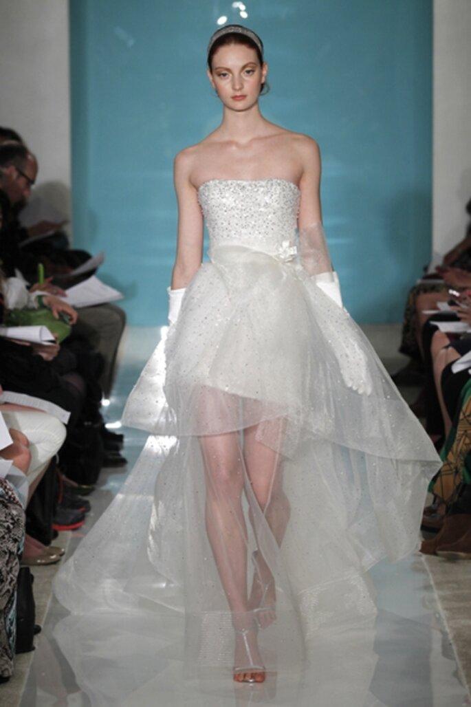 Vestido de novia recto con falda transparente - Foto Reem Acra 2013