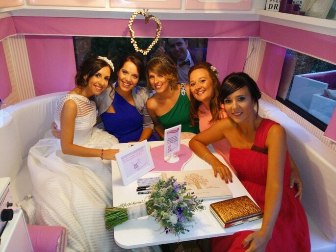Foto: Cedida por novia a Retro Caravana el botón rosa