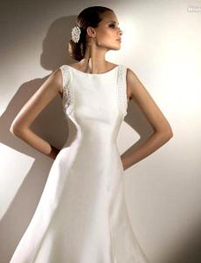 Pronovias 2010 - Milan, vestido largo de corte princesa, escote barco, sin mangas, bordados
