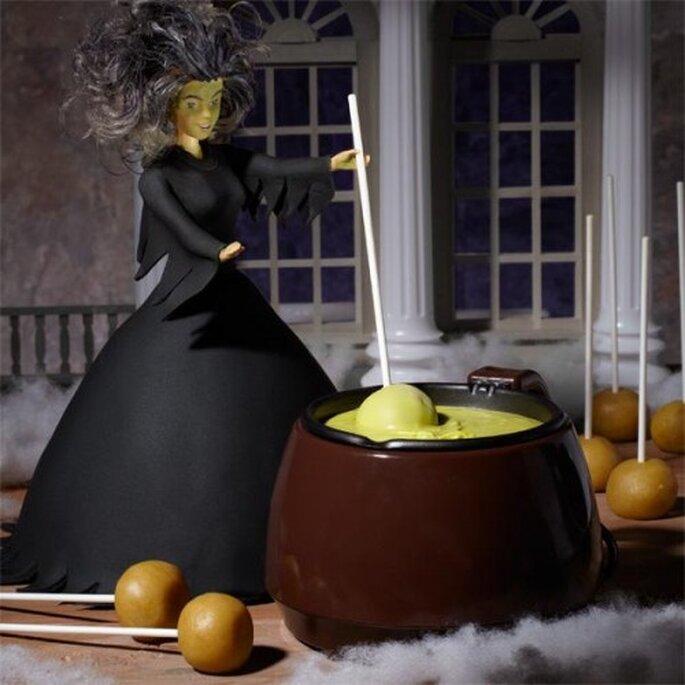 ¡El caldero de esta bruja sirve para preparar un fondue dulce! Foto de Wilton