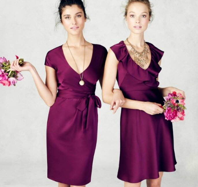 Vestidos cortos y elegantes para damas de honor en color vino - Foto: J.Crew Bridesmaid Collection