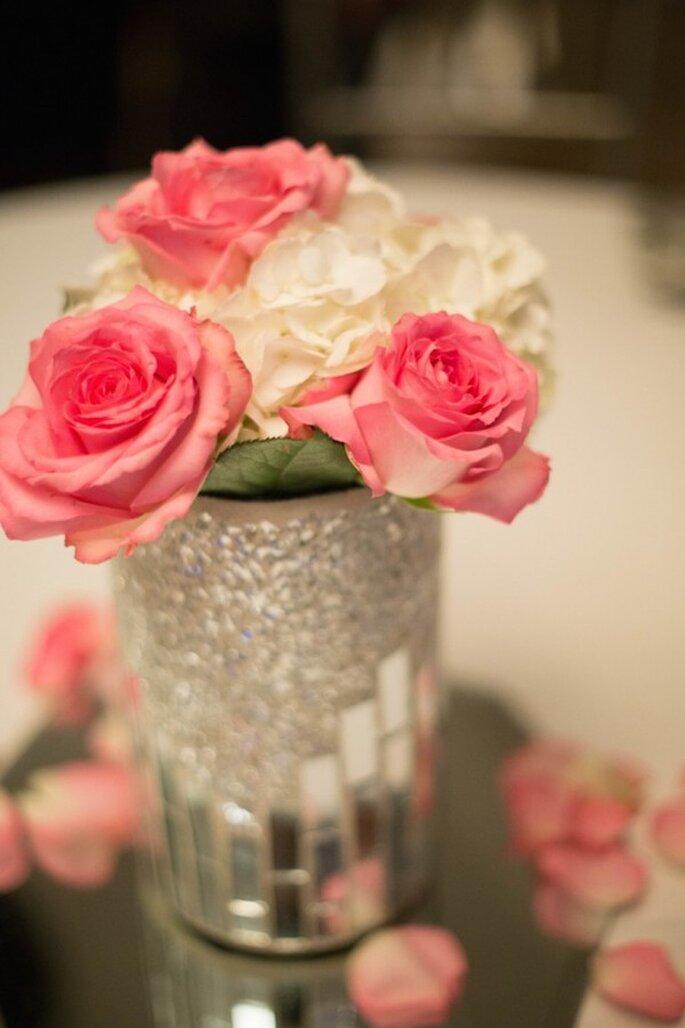 Tu boda decorada con lindos jarrones - Foto Hannah Persson Photography