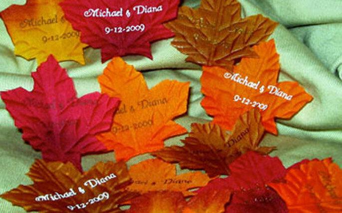 Hojas con los tonos del otoño como recuerdo de tu boda