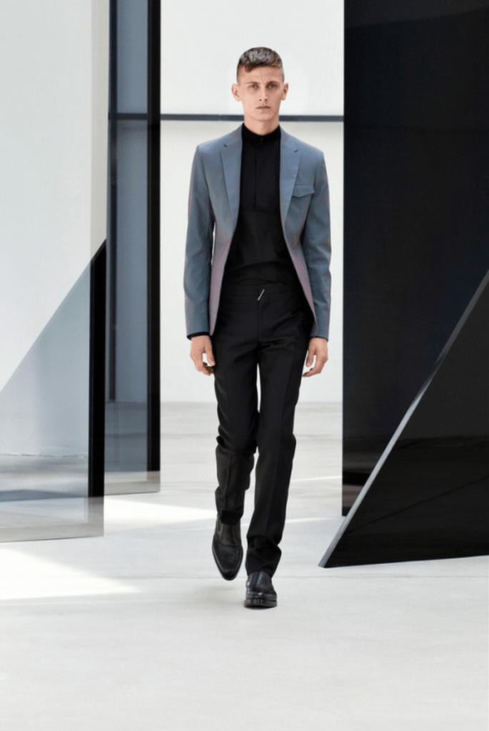 Traje de novio en color negro con saco de tendencia ombré a juego - Foto Balenciaga