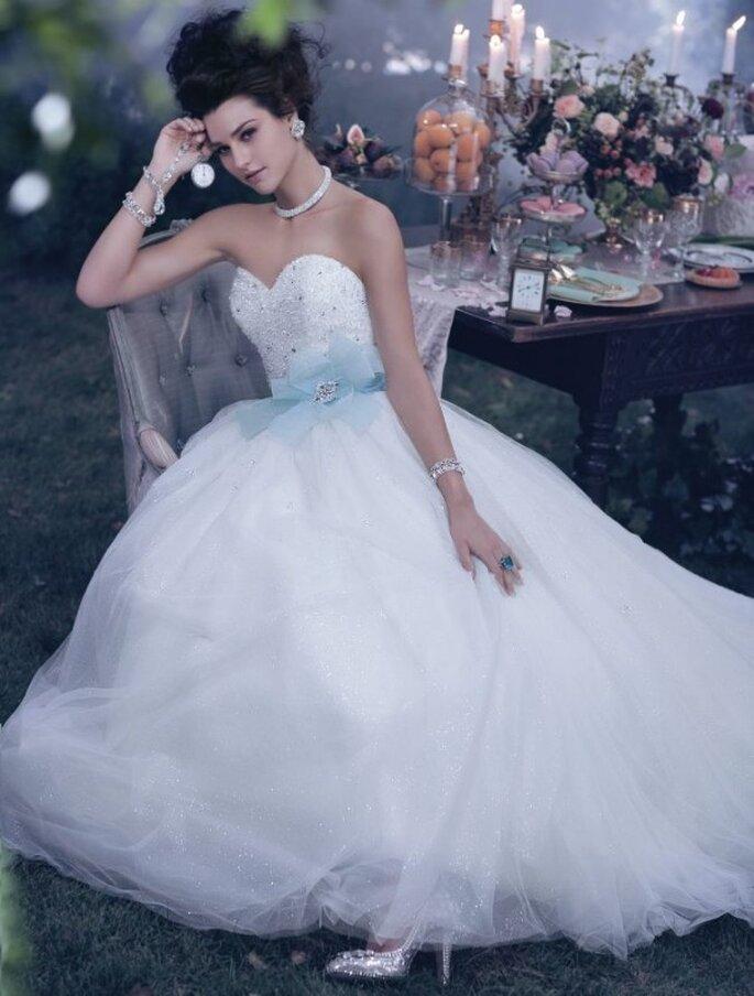 Vestido de novia corte princesa y con escote corazón inspirado en Cenicienta - Foto Alfred Angelo