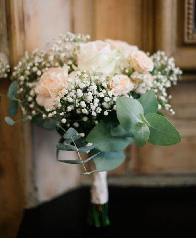 look pour une mari e romantique une robe superbe et ses dix accessoires. Black Bedroom Furniture Sets. Home Design Ideas