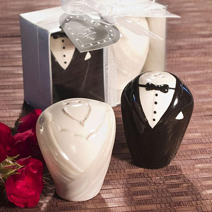 Salero y pimentero con forma de novia y novio