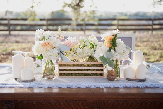 Un montaje ultra femenino y con toques vintage para boda de día - Foto Christa Elyce Photography