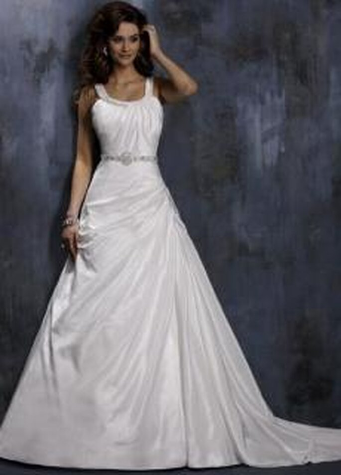 Maggie Sottero 2010 - Barbara, vestido largo en tafetán, de corte princesa, escote redondo drapeado