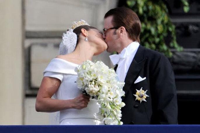 Beso de la última boda real, la de Victoria de Suecia y Daniel Westling