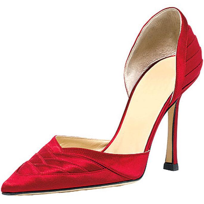 Zapatos de Jimmy Choo en color rojo de saten. Punta y talón cerrados
