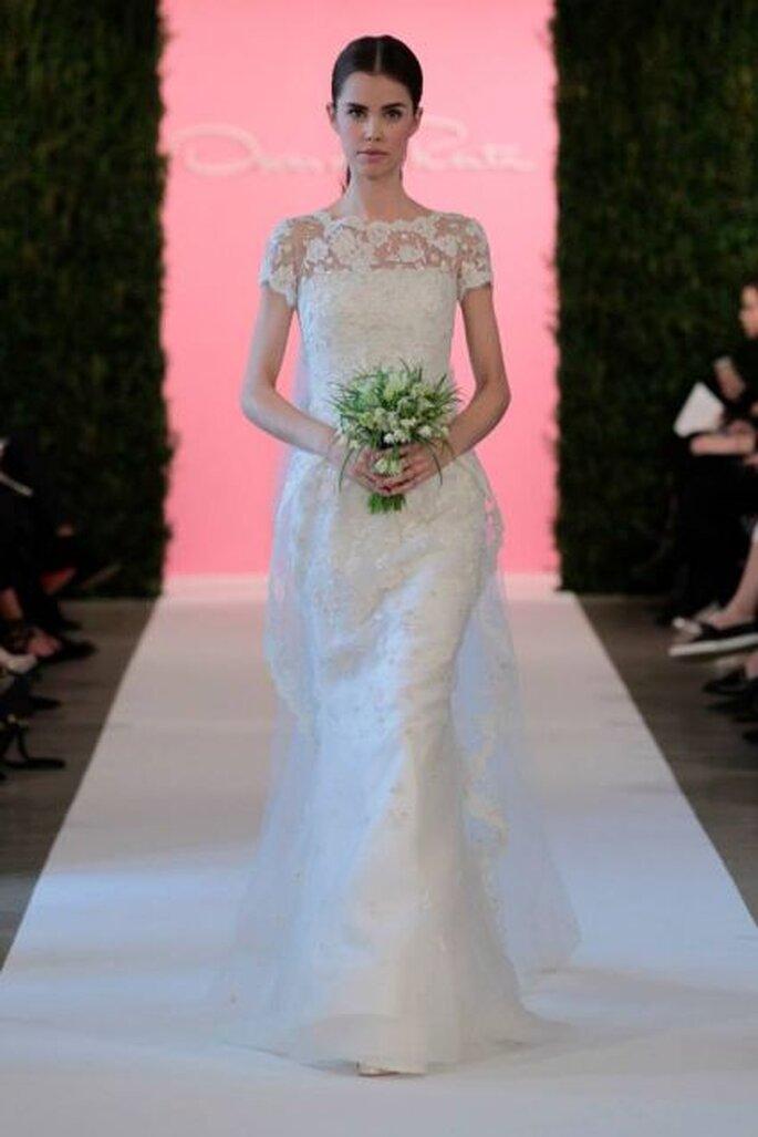 Vestido de novia con escote ilusión y minimangas de Oscar de la Renta Colección Primavera 2015