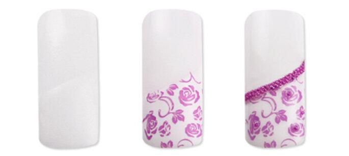 Acrylnägel für die Hochzeit mit rosa Blüten - selbstgemacht. Foto: german-dream-nails.com